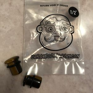 "Jewelry - Tigers eye single flare plugs sz 1/2"""